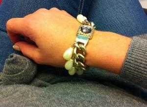 Nöjer mig med ett armband idag, men det är å andra sidan ganska krimskramsigt.