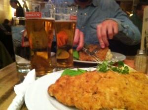 Pragerschnitzel med tjeckisk potatissallad. Gött.