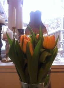 Visst, jag tjatar om vikten av att ha fina blommor hemma, men jag tycker verkligen att det piggar upp.
