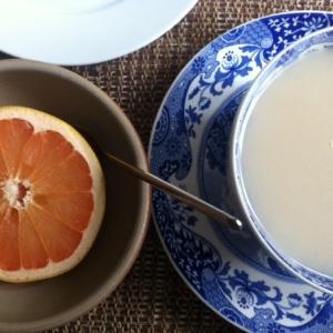 Svingod grapefrukt till frukost, åt båda halvorna.