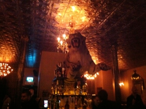 En tiger över baren. Helt vanligt.