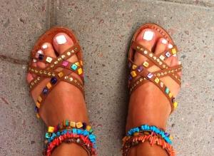 Ibland fick jag pedi med kritvita tånaglar och matchade med indiansandaler.
