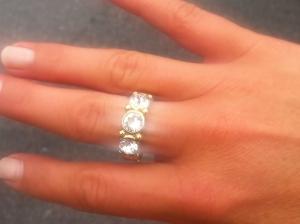 Ibland råkade jag köpa en ny överglittrig ring.