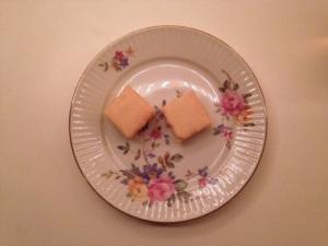 Te samt bitesize citronkaka från Karen Volf! Godast i världen och finns typ på Ica.