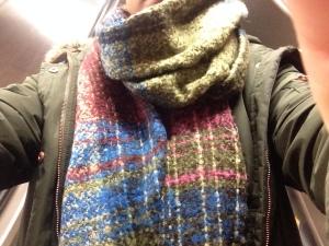 Ha på mig en urmysig halsduk i fina färger när jag gick på stan i lördags.
