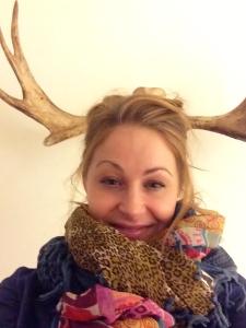 Ser svinpackad ut, men det verkligen svårare än jag trodde att få en bra bild med hornen på vår vägg.