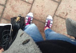 Tja, jag är en sådan där person som har coola sneaker, trasiga jeans och rock på mig. Tja tja.
