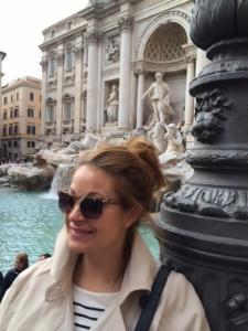Jag vid Fontana di Trevi. som synes hittade jag inte mina RayBans innan avfärd.