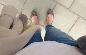 T-shirt, korta jeans och inga strumpor = sommar.