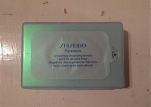 Jättebra wipes från Shiseido, luktar ca hur gott som helst och kändes inte oljiga. Snart slut tyvärr!
