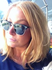 Selfie på bussen, no shame. Mycket bilder på mig nu, men jag försöker vänja mig vid frippen så det blir så.
