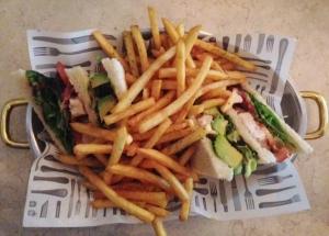 ... till i lördags när jag och Fia brunchade på Nybrogatan 38. Club sandwich och svinmycket pommes.