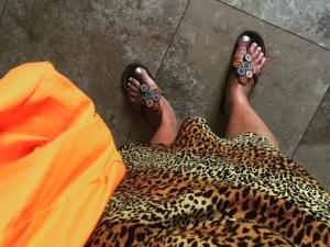 Pärlbroderade flippisar i läder, köpta förra sommaren. Bruna ben va? Tog bilden sista dagen i Grekland.