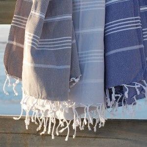 Bild från www - här syns det bättre hur de ser ut. Två gråa och en med vit botten och grå ränder.